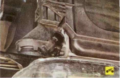 Как самому заменить термостат в двигателе 1, 6 л. Ford Focus 2