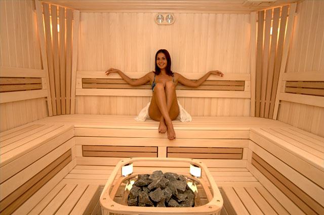 Девушка в бане.