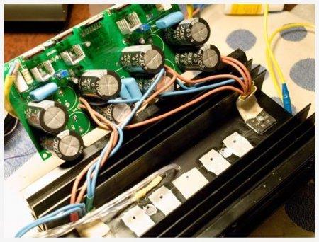 Установка LM4702 и выходных транзисторов на радиатор